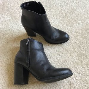 Also women booties Size 5 Black